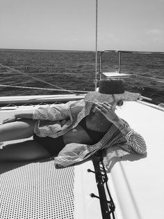 Summer photos, shades of grey, summer feeling, summer vibes, summer of love Black And White Aesthetic, Black N White, Beach Vibes, Summer Vibes, Girly, Summer Feeling, Summer Pictures, Beach Photography, Color Photography