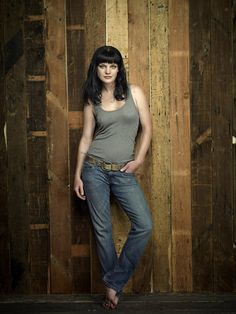 drop dead gorgeous Pauley Perrette!!!