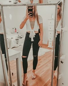 43 Perfect College Outfits Ideas For Spring And Summer Season - 43 Perfect College Outfits Ideas For Spring And Summer Season Source by faveoutfits - Cute Comfy Outfits, Cute Winter Outfits, Simple Outfits, Spring Outfits, Trendy Outfits, Cool Outfits, Cute College Outfits, College Style, College Fashion