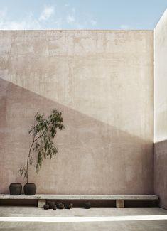 9 interior design ideas to thai style home wabi sabi 5 Futuristic Architecture, Interior Architecture, Minimalist Architecture, Architecture Portfolio, Exterior Design, Interior And Exterior, Interior Balcony, Interior Livingroom, Kitchen Interior