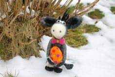 Ferdinand und das Osterei,   gefilzter Esel  von Frau Brunsels Filz auf DaWanda.com
