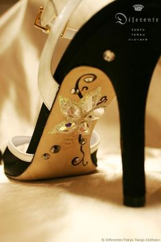 I decorated the shoes of Swedish tango friend. This GEM SOLE is an illustration and paint of Diferente(tokyo tango clothes) original version .