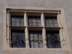 Fenêtre à meneaux - St-Saturnin,France.