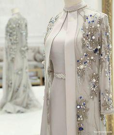 پیراهن و مانتو حریر بلند سنگدوزی شده فیلی رنگ پیشنهادی شیک برای عروس خانم ها در روز مراسم عقد