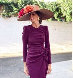 Short sleeves on the dress and would be perfect for the Derby! The Dress, Dress Skirt, Race Day Fashion, Fancy Hats, Royal Fashion, Mode Style, Skirt Outfits, Passion For Fashion, Evening Dresses