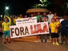 Grupo de aproximadamente 15 pessoas fez ato no Centro de Rio Branco (Foto: Bernardete Freire/Arquivo Pessoal)