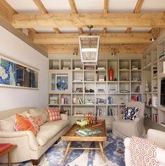 Petit salon consacré aux loisirs – la lecture, les jeux et la télévision