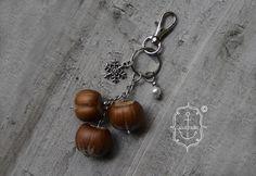 Schlüsselanhänger - ✽ Drei Haselnüsse ✽ Anhänger - ein Designerstück von Cascabella bei DaWanda  http://de.dawanda.com/product/107405067-drei-haselnuesse-anhaenger