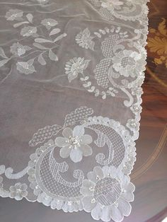 bordados en tul y dibujos ile ilgili görsel sonucu Tambour Embroidery, Cross Stitch Embroidery, Machine Embroidery, Drawn Thread, Lacemaking, Point Lace, Linens And Lace, Needle Lace, Thread Crochet