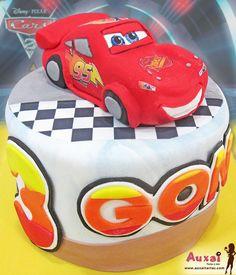 Tarta personalizada de Rayo Mcqueen, para un pequeño de Madrid, fan de este super coche que le encanta.