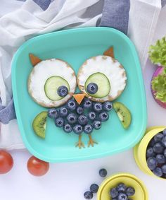fun food ideas: blueberry owl Breakfast owl by ELSA (Creative-Fun) Cute Snacks, Cute Food, Good Food, Yummy Food, Toddler Meals, Kids Meals, Fruits Decoration, Food Art For Kids, Breakfast For Kids