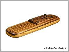 **Kazoo, Holzkazoo aus Zebrano**   Holzkazoo in Handarbeit hergestellt,inkl. Ersatzmembrane  Seiten aus Fichtenholz, original Foto  Maße ca. 11X3 cm   Versand weltweit kostenlos immer per...