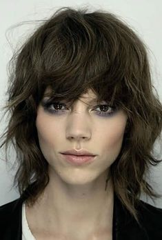 Sexy-Layered-Short-Shag-Haircut-with-Bangs Shag Haircuts for Mature Women Over Most shag hair styles require that you do a small bit of styling to look their best. Medium Shag Haircuts, Shaggy Haircuts, Haircuts With Bangs, Trendy Haircuts, Layered Haircuts, Short Layered Curly Hair, Curly Hair Cuts, Curly Hair Styles, Thick Hair