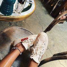 Comme des garcons play x converse - great combination Outfits With Converse, White Converse, Summer Outfits For Teens, Trendy Outfits, Outfit Summer, Winter Fashion Outfits, Autumn Winter Fashion, Winter Ootd, Fall Winter