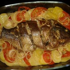 - Tilapia au four Fish Recipes, Seafood Recipes, Cooking Recipes, Tilapia No Forno, Bbq Meat, Portuguese Recipes, Fish Dishes, Fish And Seafood, Food And Drink