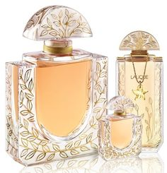 Lalique Lalique de Lalique 20th Anniversary Chevrefeuille Extrait de Parfum in 2012, to celebrate 20th anniversary of the house. Compositions remains the same as in 1992, and the new, luxurious flacons are available as 40 and 600ml. The flacons are decorated with honeysuckle blossom and created like bottles from 1992 that contained pure perfume Lalique de Lalique. Perfumer of the fragrance is Sophia Grojsman. (from fragantica.com)