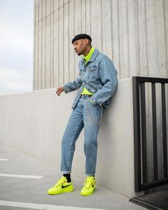 Neon é a cor do momento! Saiba como incorporar o neon nos seus looks masculinos. Neon Outfits, Fashion Outfits, Modest Fashion, Stylish Outfits, Look Man, Mens Clothing Styles, Men's Clothing, Men Looks, Man Style