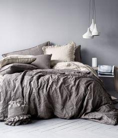 King/Queen Linen Duvet Set  by H&M