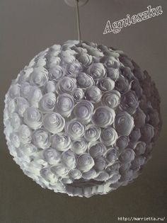 Decoración de una pantalla hecha de rosas de papel (2) (428x572, 121Kb)