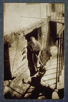 a series of photographs of daily life in Greenwich Village were taken from between the 1910s and 1920s by Jessie Tarbox Beals (1870-1942), who is known as America's first female news photographer.