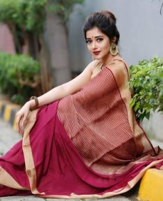 India is so special for the rich cultural variety and colourful dressing traditions. Saree (sari) is the best among Indian dresses. Saree Blouse Patterns, Saree Blouse Designs, Beautiful Saree, Beautiful Indian Actress, Saree Hairstyles, Saree Poses, Saree Photoshoot, Wedding Photoshoot, Wedding Shoot