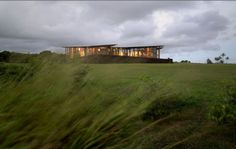 Wind Protected House with Glazed Walls | DigsDigs
