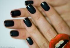 Great use of matte and glossy finishes to add a twist to your nail look.