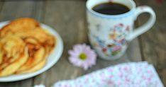 Dziś prezentuję Wam przepis na placuszki twarogowe, zwane też serowymi. Idealna propozycja na pyszne i pożywne śniadanie. Placuszki są pusz... Mugs, Tableware, Kitchen, Dinnerware, Cooking, Tablewares, Mug, Kitchens, Place Settings