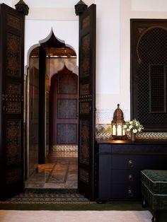 Innenraum des La Mamounia-Hotels, Marrakesch, Marokko – Diidaa - Home Accessories Trend Design Marocain, Style Marocain, Moroccan Design, Moroccan Tiles, Moroccan Lanterns, Turkish Tiles, Modern Moroccan Decor, Islamic Architecture, Interior Architecture