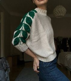Women's Sweaters - - Love this leaf design on the sleeve Women Warm Knitted Sweater Turtleneck Pullover Top Slim Fit Long Sleeve Wint. How To Start Knitting, Knitting For Beginners, Easy Knitting, Pullover Design, Sweater Design, Knitting Projects, Knitting Patterns, Knitting Ideas, Alter Pullover