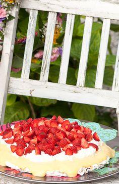 Midsommartårta med jordgubbar