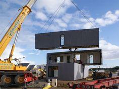 montage containers - CrossBox par CG Architectes - Pont Péan, France - photo Javier Callejas