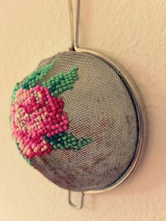 Recycled strainer makes a great embroidery surface I love cross stitch and embroidery. I am thrilled clever crafters are coming up with new and unique surfaces to stitch on like this awesome idea to embroider on a strainer. Pop on over to Jans Schw… Hand Embroidery Stitches, Cross Stitch Embroidery, Embroidery Patterns, Cross Stitch Patterns, Embroidery Ideas, Eyebrow Embroidery, Embroidery Tattoo, Crochet Stitches, Flower Embroidery Designs
