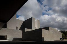 Centro de Pesquisa & Desenvolvimento da Amore Pacific / Alvaro Siza, Carlos Castanheira e Kim Jong Kyu (Yongin-si, Gyeonggi-do, Coreia do Sul) #architecture