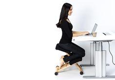 Концепціятаких крісел виникла у Північній Європі у 1970-х роках з ідей данського хірурга доктора A C Мандала и норвезького Ганса Християна Менгшоеля, котрі розмірковували про альтернативні позиціїдля сидіння. Для втілення своєї ідеї «колінних» кріселвони й запросили провідних дизайнерів стільців, щоб ті допомогли з реалізацією. Результатами роботи стали кілька уклінних стільців, проте найбільш вдалою та відомою …