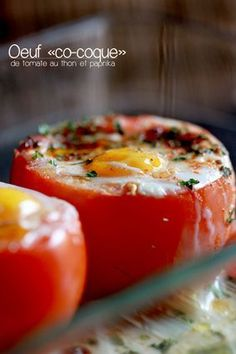 Oeufs cocottes de tomates au thon et paprika - Tomato casserole with tuna and paprika - French Cuisine Eat Better, Cooking Recipes, Healthy Recipes, Paleo Diet, Food Inspiration, Love Food, Food Porn, Easy Meals, Food And Drink