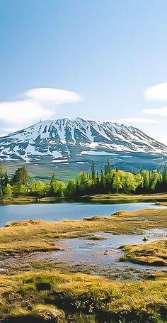 Gaustatoppen, Norway Met 1883m de hoogste berg van Telemark. De top is te bereiken met een treintje in de berg. Eenmaal boven kun je 1/6 Noorwegen zien en bij helder weer zelfs Zweden.