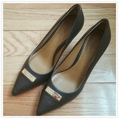 """NIB Coach Zan Pump in chestnut BRAND NEW..AUTHENTIC.. Classic pumps crafted in smooth chestnut color leather with a slight sheen. Sophisticated pointed toe and polished metal accent and snake embossed cap toe.  2 3/4"""" heel Leather upper,lining, and sole Coach Shoes Heels"""