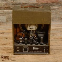 Gibson BR-6 Tube Amp 1946 –This is a vintage tube amp by Gibson the BR-6 model released in 1946 which was the first year of production for this now rare guitar amplifier. Asking $1200 (2015) – 1 of 2