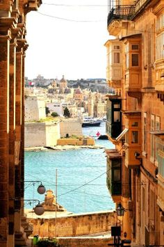 Valletta, Malta - travelled here for my cousins Wedding. Malta is beautiful and the Capital too! Places Around The World, The Places Youll Go, Places To See, Around The Worlds, Beautiful Islands, Beautiful Places, Beautiful Ocean, Capital Of Malta, Travel Photographie