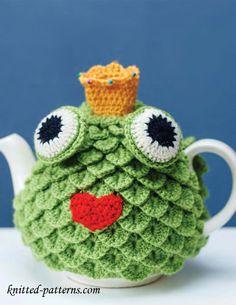 Cute frog tea cozy: free crochet pattern