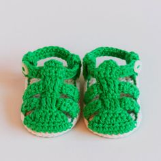 Ravelry: Strap Sandals - Crochet Baby Sandals Pattern pattern by Croby Patterns Crochet Baby Sandals, Crochet Shoes, Crochet Baby Booties, Estilo Nike, Häkelanleitung Baby, Baby Shoes Pattern, Boho Girl, Baby Sweaters, Strap Sandals