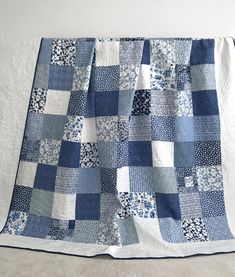 Sewing Block Quilts King Patchwork Quilt w/ Designer Fabrics Blue White Ella Baby Girl Quilts, Girls Quilts, Diy Broderie, Whole Cloth Quilts, Patchwork Baby, Patchwork Quilting, Quilting Fabric, Keepsake Quilting, Quilt Batting