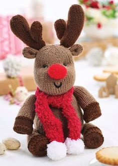 Crochet Toy Patterns Knit our cuddly reindeer pal! - Knit our cuddly reindeer pal! Knitted Christmas Decorations, Christmas Crochet Patterns, Christmas Toys, Knit Christmas Ornaments, Loom Knitting, Free Knitting, Knitting Toys, Animal Knitting Patterns, Knitted Dolls