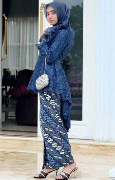 Kumpulan Gambar Desain Model kebaya Muslim Broklat 2019 Info Kebaya Modern Kebaya Muslim, Kebaya Hijab, Batik Kebaya, Kebaya Dress, Muslim Dress, Model Kebaya Brokat Modern, Kebaya Modern Hijab, Kebaya Bali, Trend Fashion
