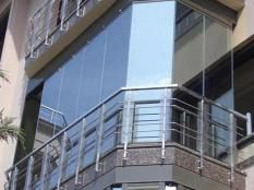 Безрамное остекление балконов и лоджий в Одессе