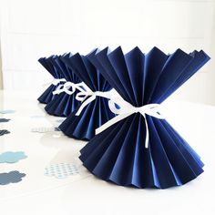 Paper Flower Vase, Paper Vase, Paper Flowers Diy, Flower Crafts, Diy Paper, Paper Crafts, Geometric Origami, Origami And Kirigami, Crafts To Do