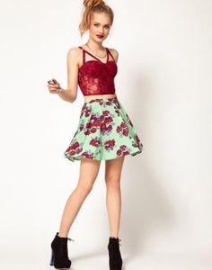 Falda con estampado floral, encuentra más tendencias para primavera en..http://www.1001consejos.com/faldas-para-primavera/