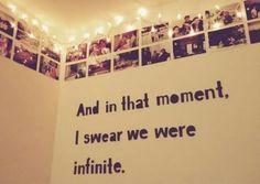 A quote from The Perks of Being a Wallflower in the wall. | Uma citação de As Vantagens de Ser Invisível na parede.