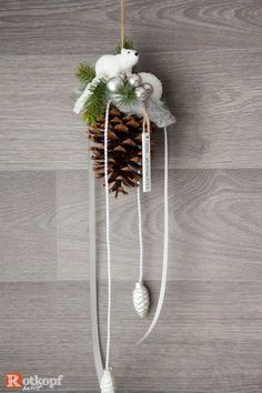 Tine cones decorated polar bear A decorated cones, with different ribbons, glass balls, artificial f Wooden Christmas Trees, Christmas Diy, Christmas Decorations, Selling Handmade Items, Theme Noel, Glass Ball, Little Star, Plant Hanger, Polar Bear